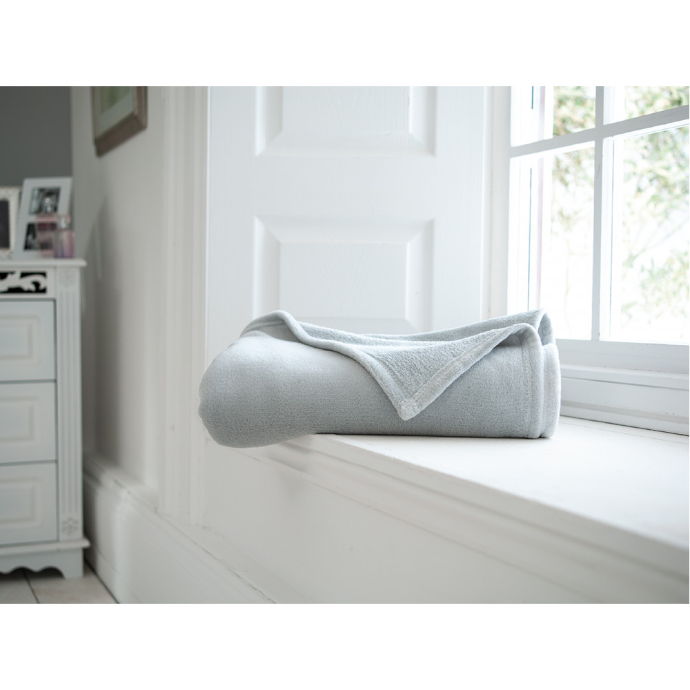 Snuggletouch Supersoft Throw in Silver Grey