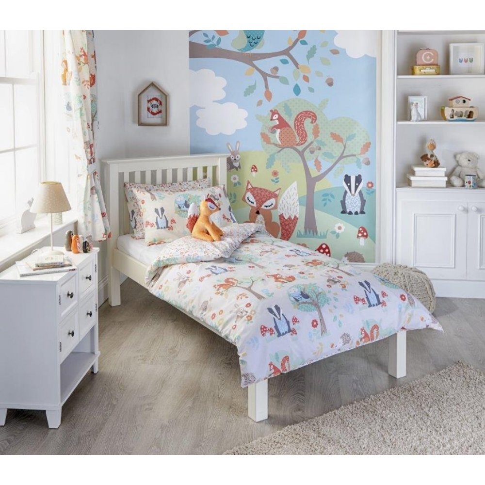 Shop Garnet Hill for the best kids' bedding. Our kids' bedding includes sheets, comforters, and duvet covers. Find quality kids' bedding for boys and girls.